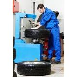 montagem de pneu de sedans
