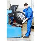 montagem de pneu de suv